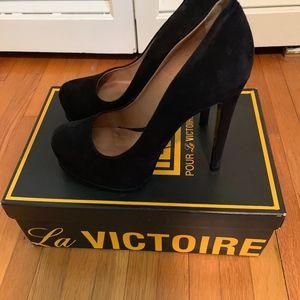 Pour La Victoire Irina Black suede pumps 5.5